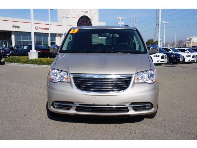 2013 Chrysler Town & Country Touring-L Van Passenger
