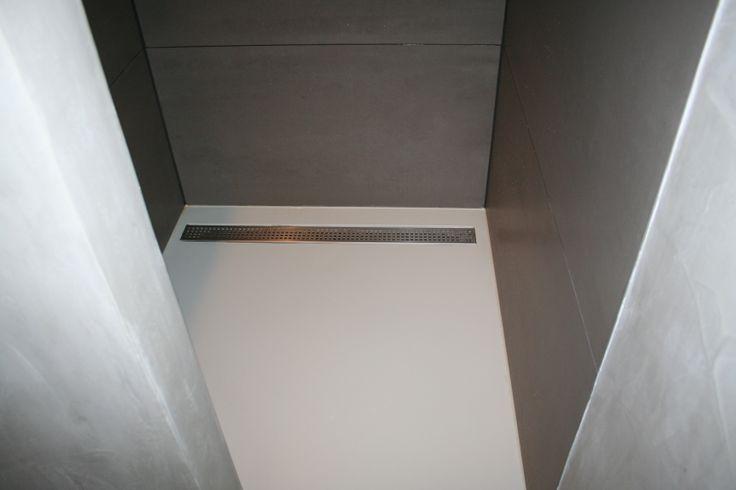 PU gietvloeren zijn zeer geschikt in de doucheruimte. Deze vloer hebben we ingezand tegen het uitglijden. Project in Alkmaar.