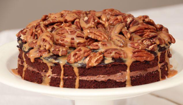 Extra lekker verwen chocoladetaartje met karamel en pecannoten.