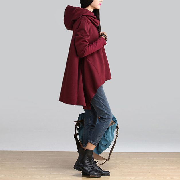 nouvelle collection automne/hiver 2014, sur réservation ,compte 30 jours après réception du paiement. manteau avec capuche (enlevable ) 2 couleurs au choix , noir et bordeau.  66.30€