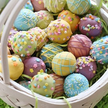 A fun Easter dessert idea, cake balls decorated as Easter eggs! Put them in a basket and watch them disappear.