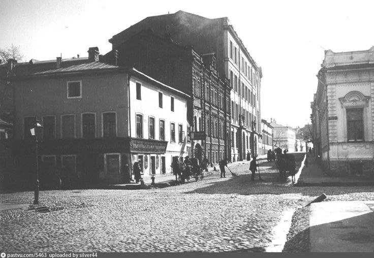 Фотография - Староконюшенный переулок от переулка Сивцев Вражек - снимок сделан между 1913-1914 годами (направление съемки — юг)
