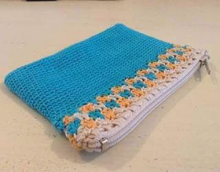 Cartucheras a Crochet azul  http://www.kangutingo.com/2016/07/cartucheras-crochet.html