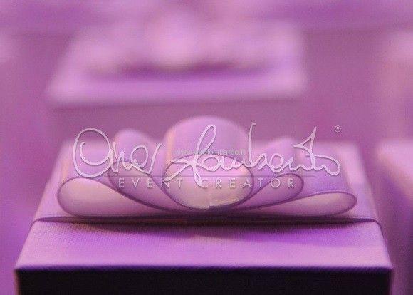 La consegna delle bomboniere. Dettagli personalizzati per un matrimonio da favola. | Cira Lombardo Wedding Planner