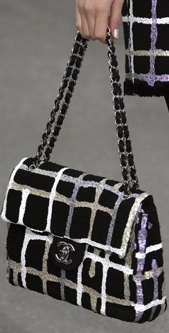 Chanel chain bag printed in black in white made in fine quality fabric! @nycholehepburn looks formal, fashionable and chic!
