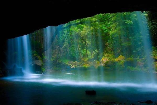 熊本県「鍋ヶ滝」水のカーテン