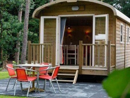 kamperen l pipowagen Veluwe l ZOOK.nl Huur een pipowagen op de Veluwe. Gegarandeerd succes bij je kinderen. En voor jezelf heerlijk comfortabel kamperen.