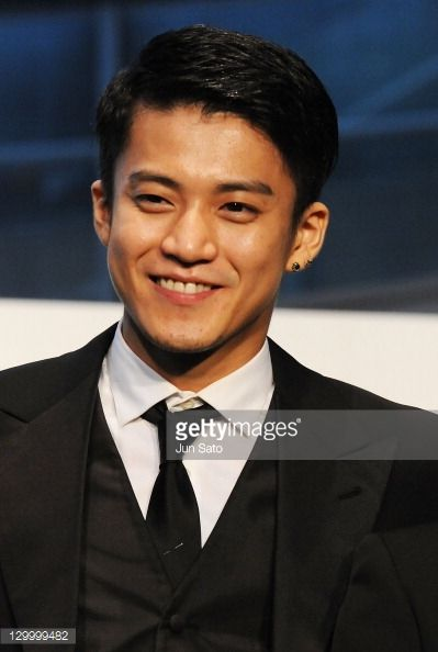 actor-shun-oguri-attends-the-24th-tokyo-international-film-festival-picture-id129999482 (399×594)
