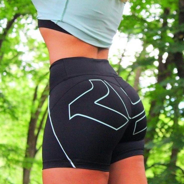 Vyčarujte si príťažlivé tvary s tvarujúcimi nohavicami Röhnisch.