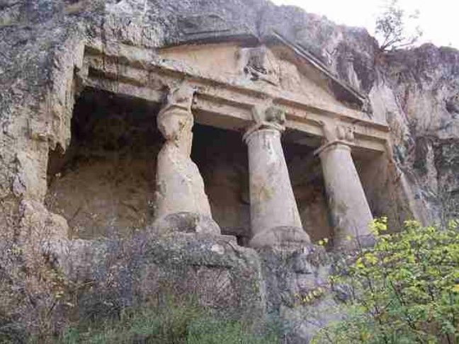 Salar village rock tombs-Constructive: Paflagonia-Year built: BC 7th century-Boyabat-Sinop