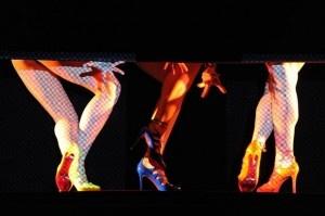 Loubouting dirige a las cabareteras de Crazy Horse