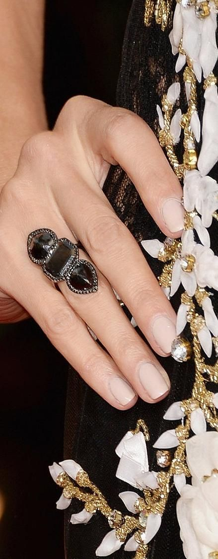 Heidi-Klum added a black diamond Lorraine Schwartz ring | LBV ♥✤ | KeepSmiling | BeStayBeautiful