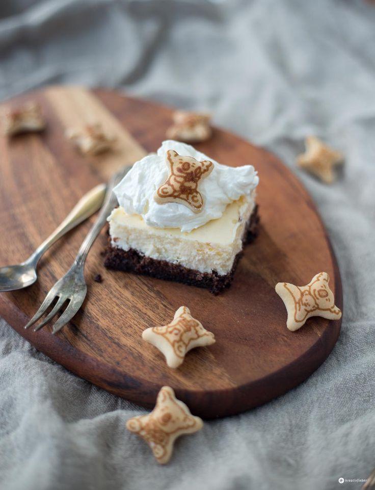Heute gibt's Brownie Cheesecake Schnitten mit Koalas. Saftiger Schokoboden mit Cheesecake und süßen Schokokoalas als Deko - lässt sich super vorbereiten!