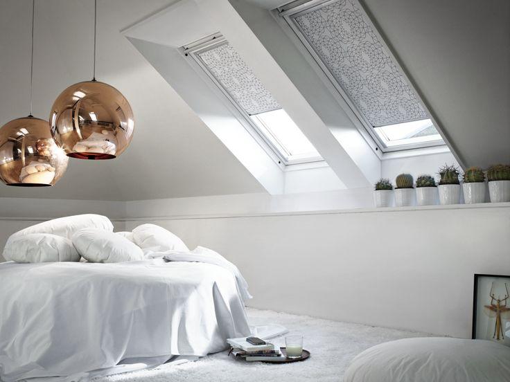 Weiß: Räume in weiß wirken hell und sauber – mitunter auch steril. Ein paar Farbtupfer können das auflockern ohne die Grundstimmung zu zerstören. Ebenso können unterschiedliche Materialien und Strukturen für Ambiente sorgen ohne Unruhe zu erzeugen.