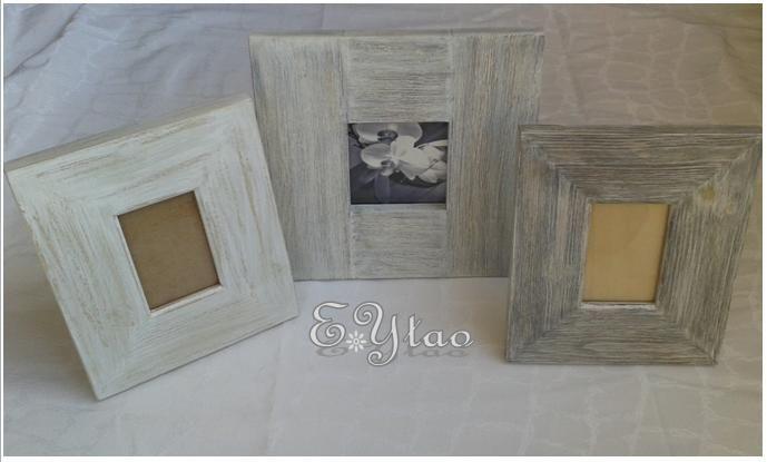 Trio cornice portafoto in legno di pino spazzolato, stile shabby Elegance PRa 25 x 25 x 2 cm possiamo inserire foto di dimensioni 10,5x10,5 cm (centro); PRb 19 x 22 x 2 cm possiamo inserire foto dimensioni 11,5x8 cm (sinistra); PRc 19 x 22 x 2 cm possiamo inserire foto dimensioni 11,5x8 cm (destra) Ideale per qualsiasi tipo di arredamento. €45