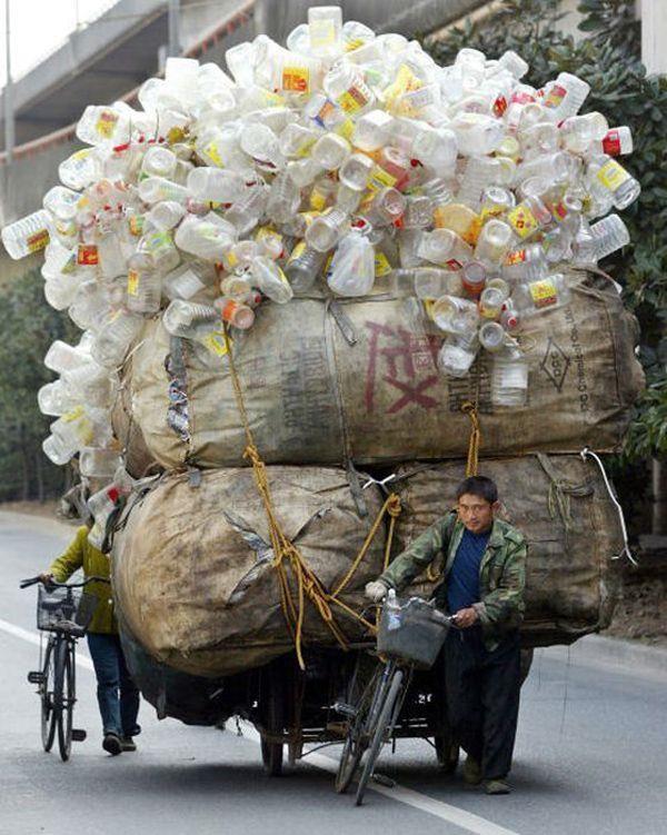 Vervoer van lege plastic flessen