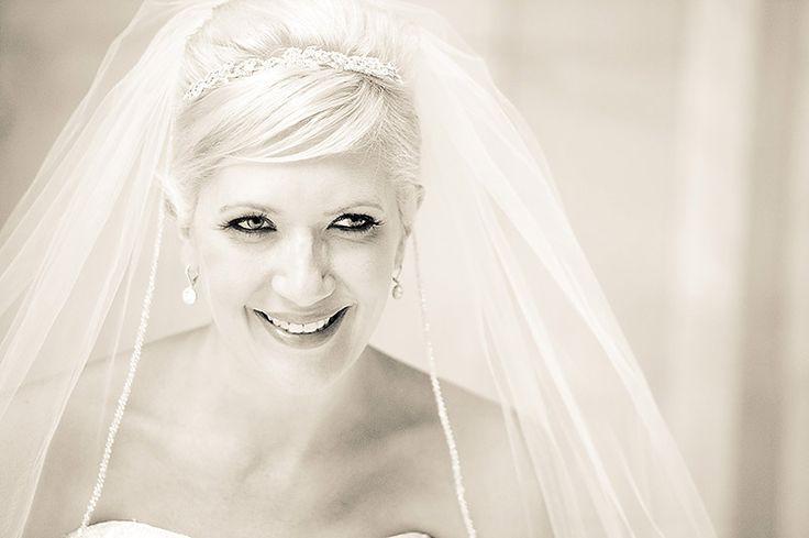 Short bridal hair with veil