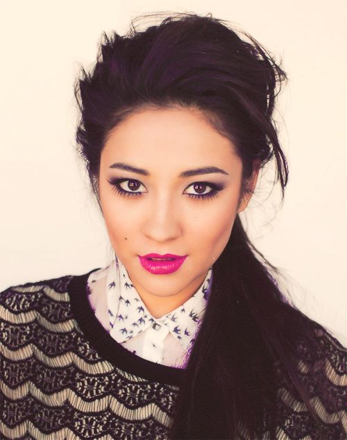 Shay Mitchell. She looks completely different here