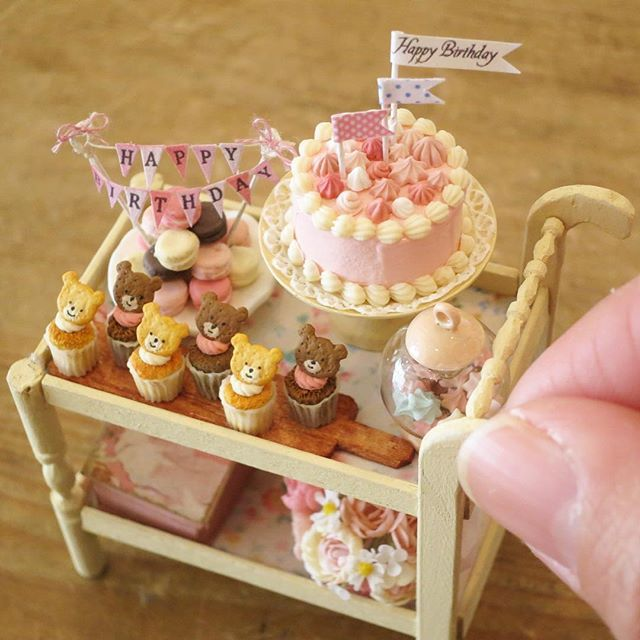 How to make miniature cakes for dollhouses