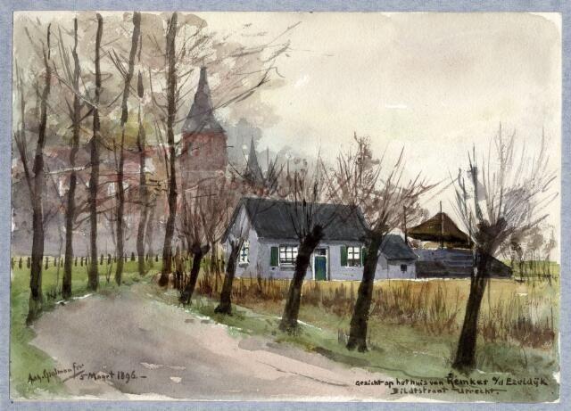 1896. Gezicht op een boerderij aan de Ezelsdijk te Utrecht met op de achtergrond de contouren van het Ooglijdersgasthuis.
