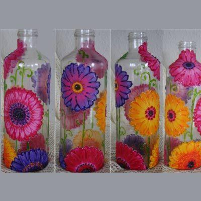 Botella decorada con decoupage de tela.