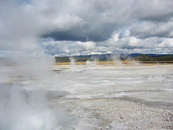 6-volcans-tres-dangereux-Yellowstone-Caldera–Wyoming-USA-1