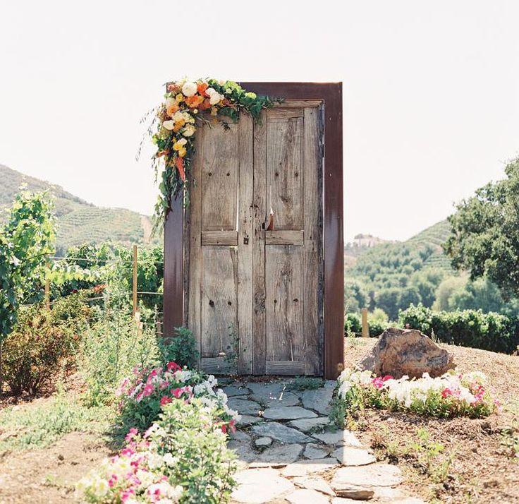 15 Hochzeitsideen für Türen, inszeniert als wunderschöne Kulisse