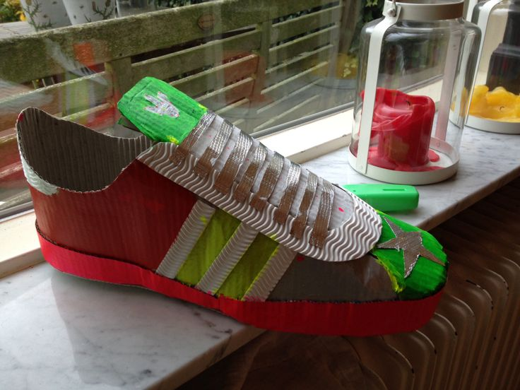 Running shoe out of cardboard box....surprise tijd!