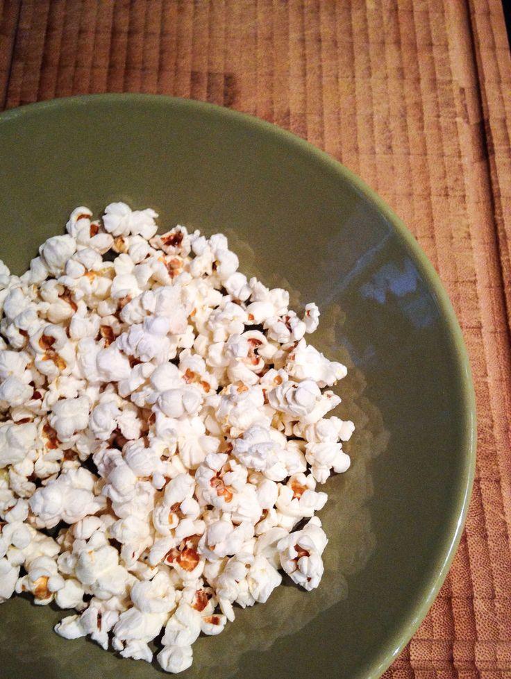 Voorheen at ik altijd kant en klare popcorn uit de winkel of zo'n zakje magnetron popcorn, je kent ze vast wel. Daar zit helaas veel suiker of zout in en soms nog andere toevoegingen. Tijd om zelf ...