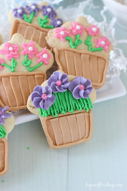 Follow this easy tutorial for Flower Pot Cookies!