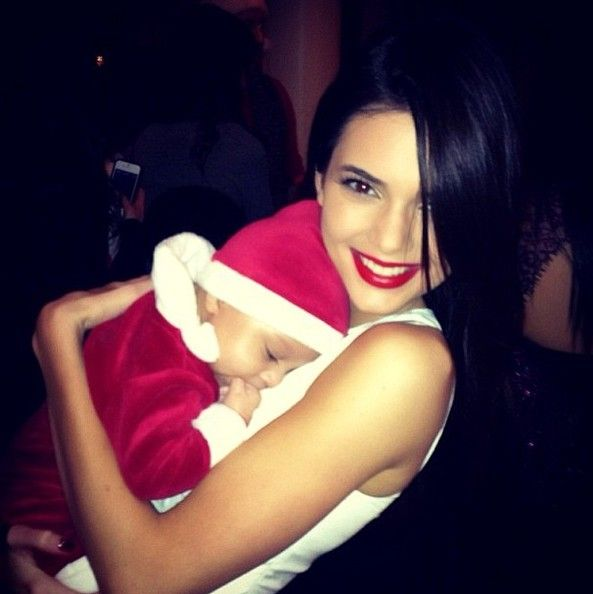 Kendall Jenner Photos Photos - Celebrities wish their fans happy holiday's via Twitter. - Holiday Celeb Twitter Pics