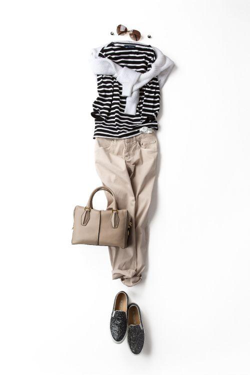 полосатый топ, белый свитерок, кремовые джинсы бойфренды , удобная обувь и давай гулять по городу ;)