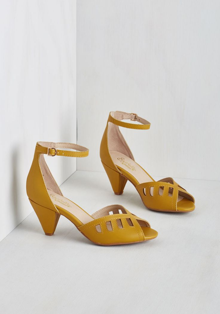 Astonish Heel in Sunflower. Well, youve done it again - turned heads with these rich yellow mid heels by Seychelles! #yellow #modcloth