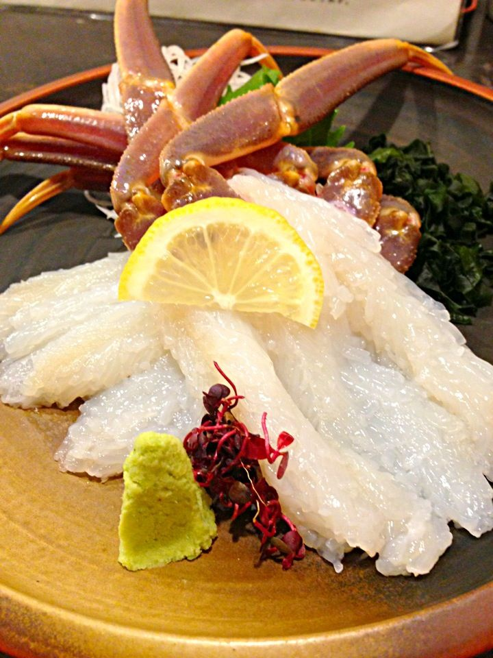 "松葉ガニ刺身"" FRESH LIVE KING CRAB LEGS RAW SASHIMI ! YUM YUM YUMMY!"