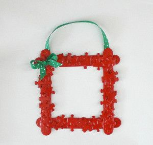 This adorable homemade Christmas ornament is actually a picture frame...great gift idea!