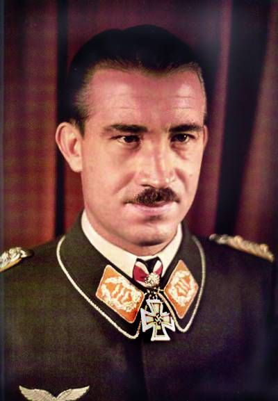✠ Adolf Galland (19 March 1912 – 9 February 1996) RK 29.07.1940 Major Kdr III./JG 26 + 24.09.1940 [3. EL] Major Kommodore JG 26 + 21.06.1941 [1. Sw] Oberstleutnant Kommodore JG 26 + 28.01.1942 [2. Br] Oberst Kommodore JG 26