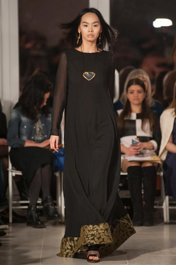 Черное макси платье с черно-золотой вставкой из жаккарда