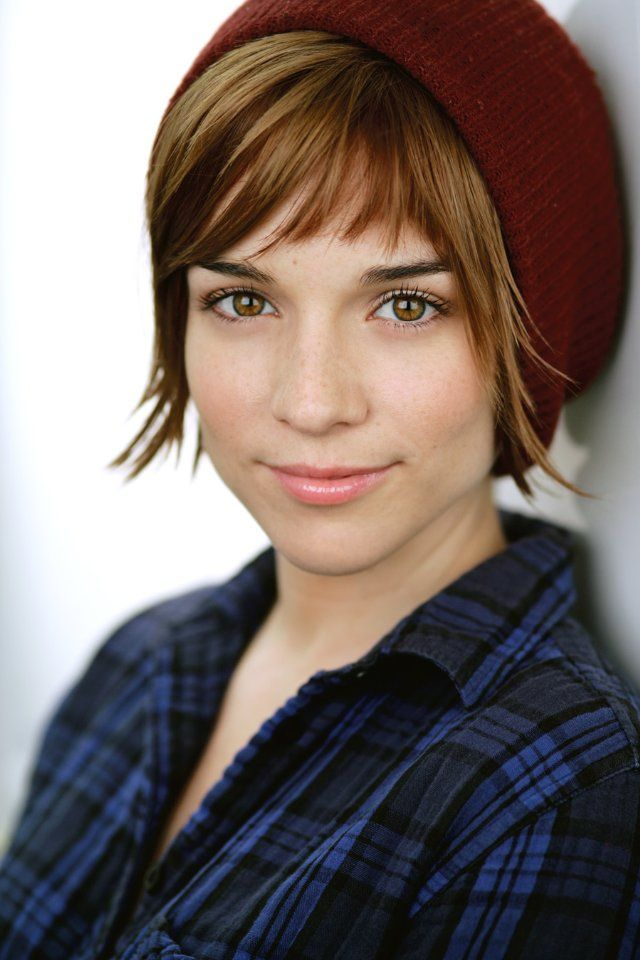 Renee Felice Smith from NCISLA... her bangs @Elaina Kathryn Reagan