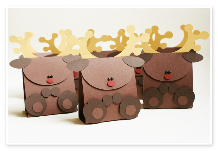 Reindeer Gift boxes, website in German cute idea...bet I can figure it out.