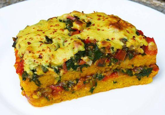 Super leckere Polenta Lasagne mit Gemüsefüllung. Günstig, fettarm und schnell zubereitet. Schmeckt garantiert auch Kindern und Nicht-Veganern!