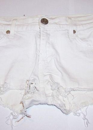Kup mój przedmiot na #vintedpl http://www.vinted.pl/damska-odziez/szorty-rybaczki/12273051-biale-krotkie-spodenki-postrzepione-szorty
