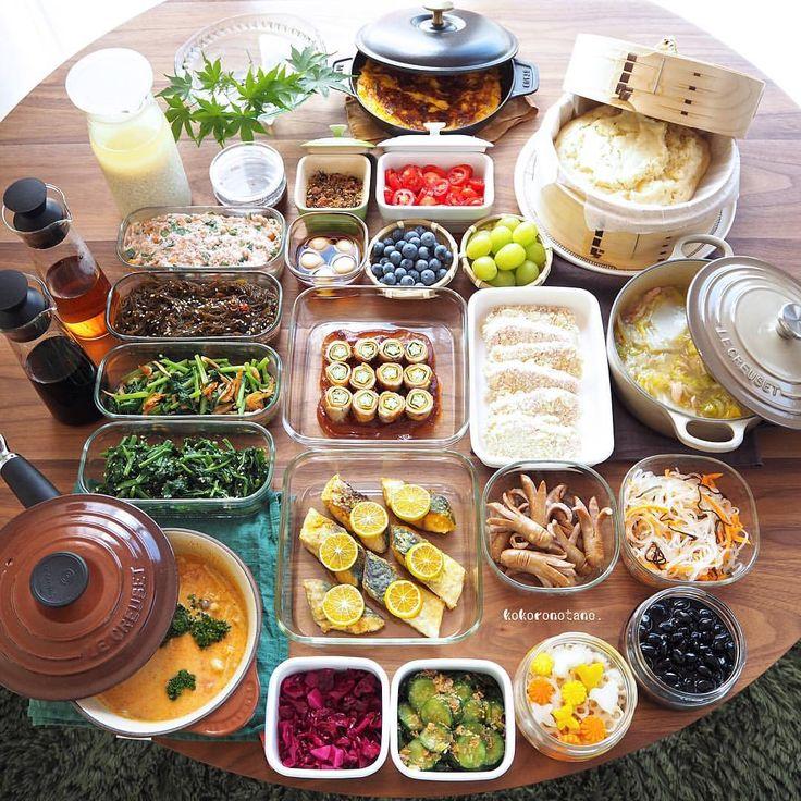 ❁.*⋆✧°.*⋆✧❁ 今週の作り置きおかずあれこれ。 ・ 日々のお弁当2人分&私のお昼用です。 (酢の物と冷凍物以外は2〜3日で食べ切りです) ・ 1.オクラと人参と大葉の肉巻き 2.ごま鯖のカレームニエル 3.まぐろのアーモンドフライ(下拵え・冷凍保存用) 4.ニラつくね種(冷凍保存用) 5.タコウィンナー炒め 6.小松菜と桜えびのソテー 7.春雨と人参と塩昆布の中華和え 8.胡瓜の醤油麹おかか和え 9.ほうれん草のピーナッツクリーム和え 10.うずら味玉(麺つゆ) 11.玉葱とパプリカのオープンオムレツ 12.白菜とツナのとろとろ煮 13.黒豆のあっさり煮 14.塩トマト 15.もずくピリ辛酢 16.紫キャベツのマリネ 17.れんこんと人参と大根の甘酢漬け(柚子風味) 18.チーズ蒸しパン 19.きのことトマトのトムヤムクンスープ 20.ブルーベリー&ぶどう(冷凍保存用) 21.自家製 甘酒 22.自家製 醤油麹 23.自家製 麺つゆ 24.自家製 白だし 25.自家製ふりかけ(梅・ひじき・じゃこ) ・ 6.16.17.23.24.は…