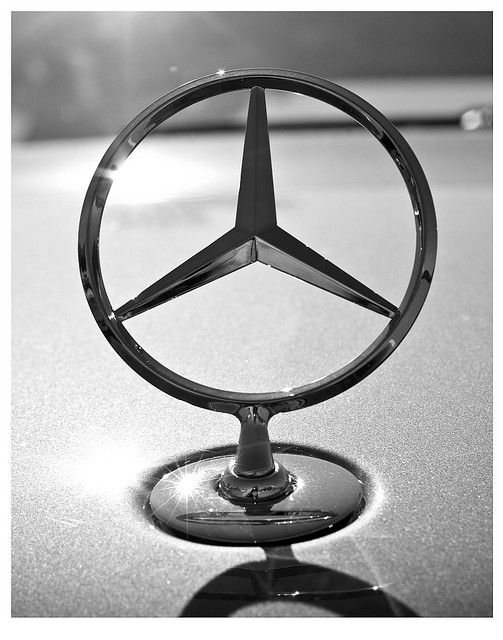 Mercedes Benz Logo: Found on: http://www.flickr.com/photos/pr9000/3029958716/in/photostream