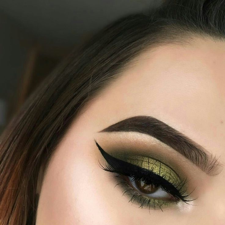 Green metallic eyeshadow