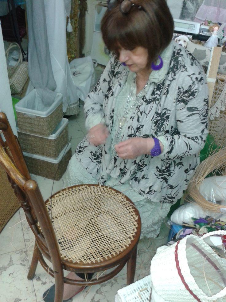 Impagliatura in paglia di Vienna eseguita interamente a mano con trafilato di bambù