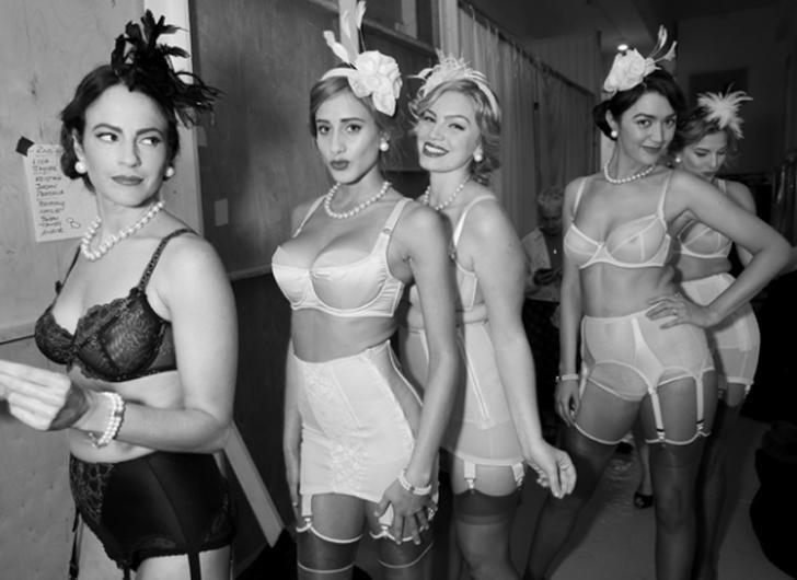 nude cougars bondage homoseksuell escort