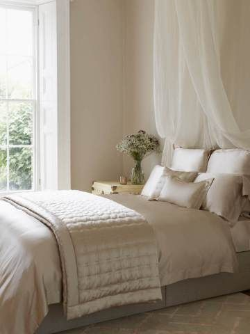 12 ways to style your bed without a headboard