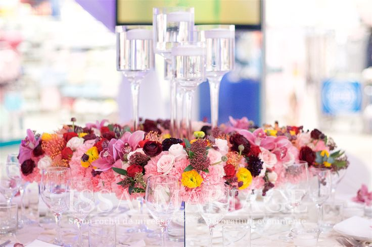 Aranjament floral multicolor pe cub sticla IssaMariage 2017