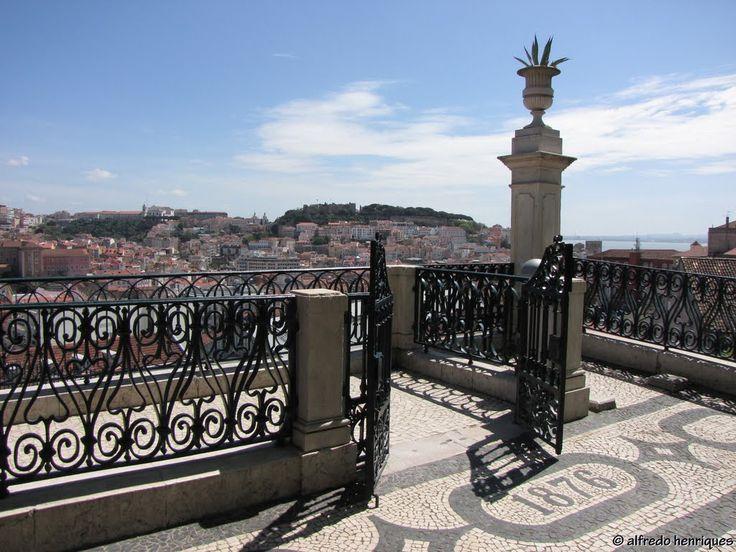 LISBOA - (Miradouro de S.Pedro de Alcântara)