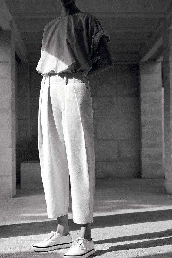 Entre volume épuré et sportswear détourné, ce look Hermès a tout bon !